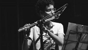 Antiga aluna conquista diploma de musicista internacional de flauta